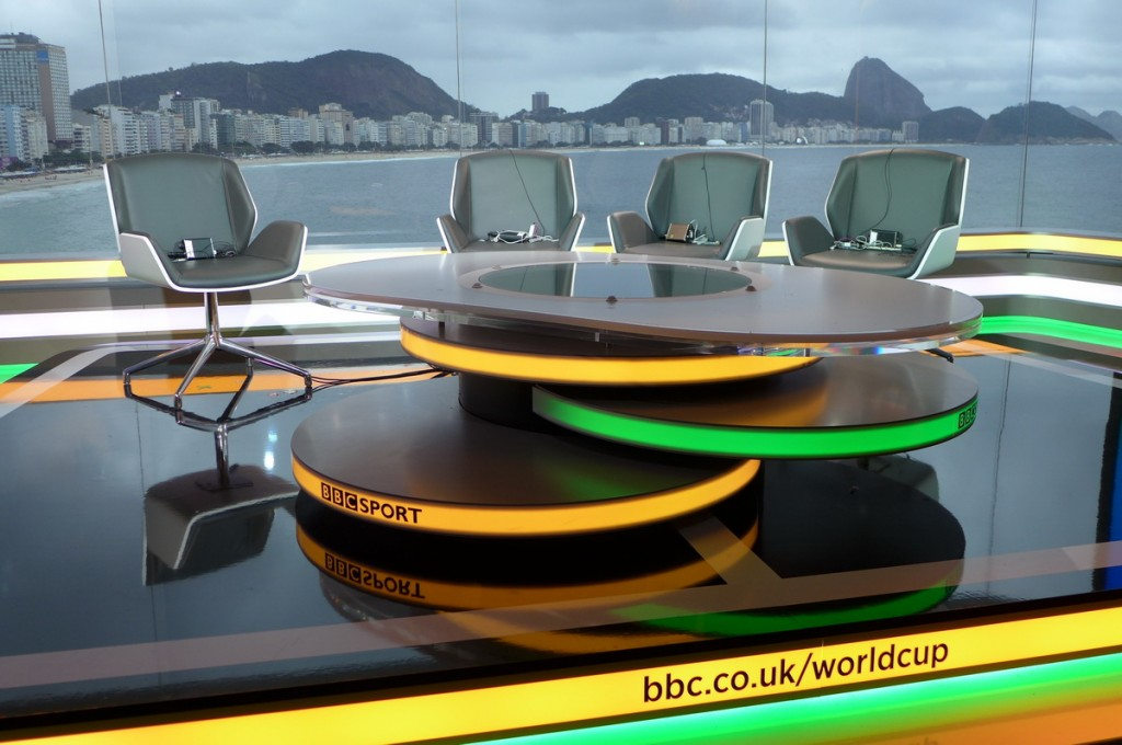BBC-World Cup Studio Rio de Janeiro water-lily-table with rotating table-top for day and night shows
